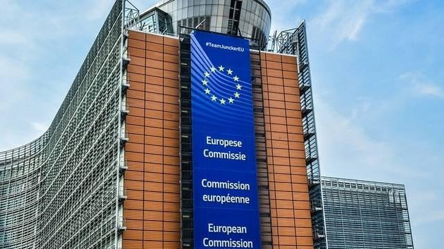 Végrehajtó szerv, mely ellenőrzi, hogy a tagállamok végrehajtják-e a jogszabályokat - Melyik intézményre jellemző?