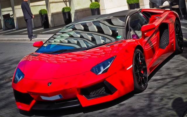 Vennél-e feltűnő autót, ha multimilliomos lennél?