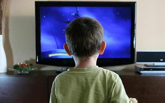 Sok családban a tévé tölti be a szülő, rosszabb esetben a a