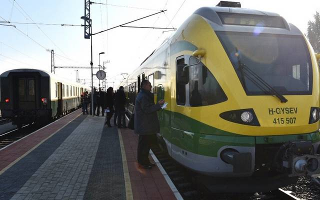 Egyetértesz azzal, hogy a vonatok 92 százaléka pontos?