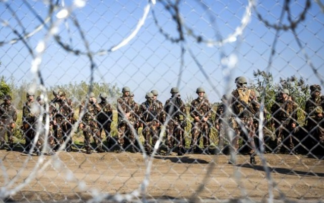 Tényleg szögesdróttal kell megvédeni hazánkat a menekültektől?