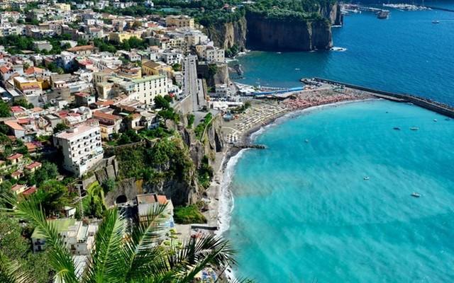 Melyik országban található Sorrento?