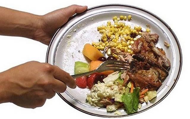 Te dobsz ki élelmiszert?