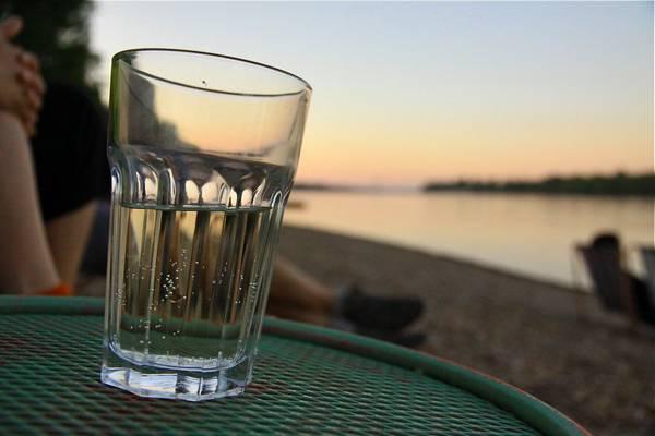 Mi a neve annak a fröccsnek, amely 6 dl borból és 3 dl szódából áll? (Fotó: Tündérkert blog)
