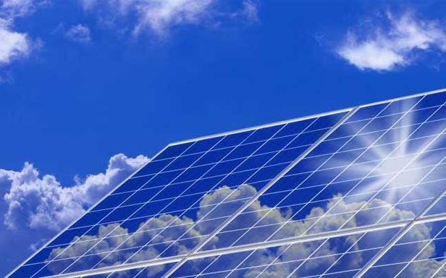 A napelem a nap sugárzását villamos energiává alakító eszköz.