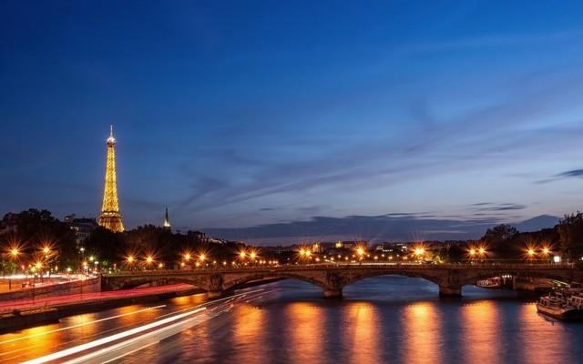 Mi Párizs nagy folyójának a neve?