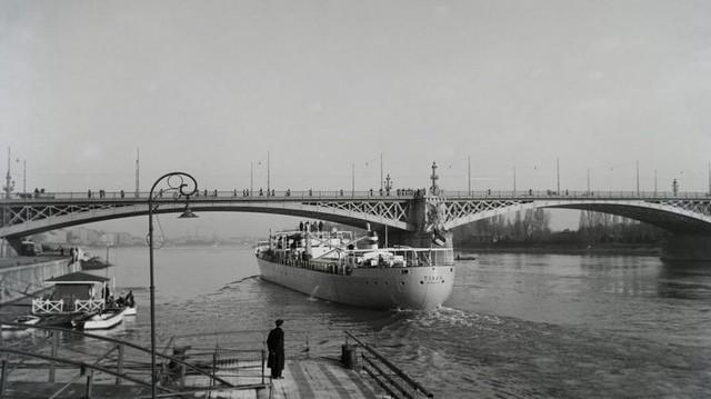 Melyik magyarországi híd ez?    (Fotó: Fortepan, Magyar Műszaki és Közlekedési Múzeum)