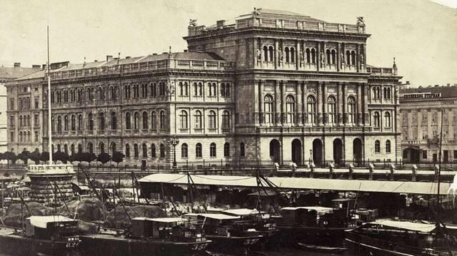 Melyik híres magyar épület ez? (Fotó: Fortepan / Budapest Főváros Levéltára. Levéltári jelzet: HU.BFL.XV.19.d.1.05.028)