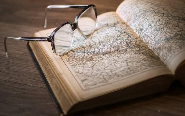 Ki írta az 1830-as Hitel című könyvet?