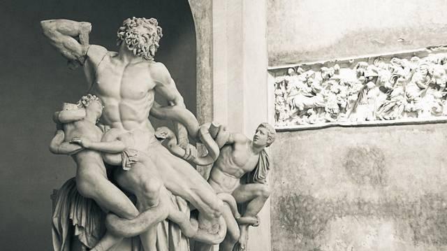 Ez a szobor a Vatikáni Múzeum egyik látványossága. Mi a címe?