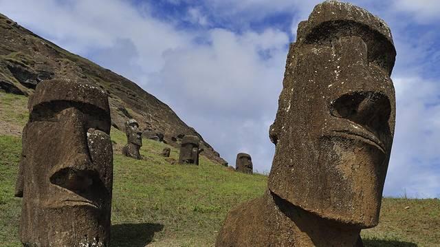 Hogy nevezzük ezeket a Húsvét-szigeten található kőszobrokat?