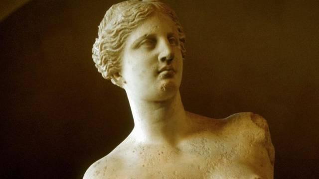 A méloszi Aphrodité (milói Venus), görög szobor, amelyet az égei-tengeri Mílosz (ógörög Mélosz, latin Milo) szigetén 1820-ban találtak. Hol őrzik ma?