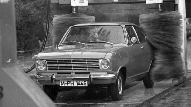 Milyen autó ez? (1978-as fotó: Fortepan, Urbán Tamás)
