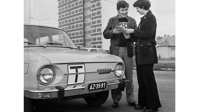 Milyen autó ez? (1980-as fotó: Fortepan, MHSZ)