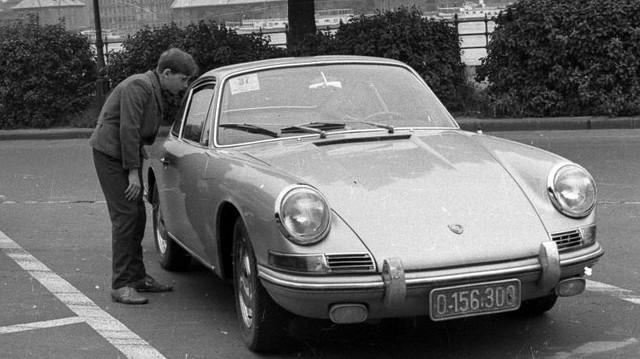 Milyen autó ez? (1965-ös fotó: Fortepan, Hunyady József)