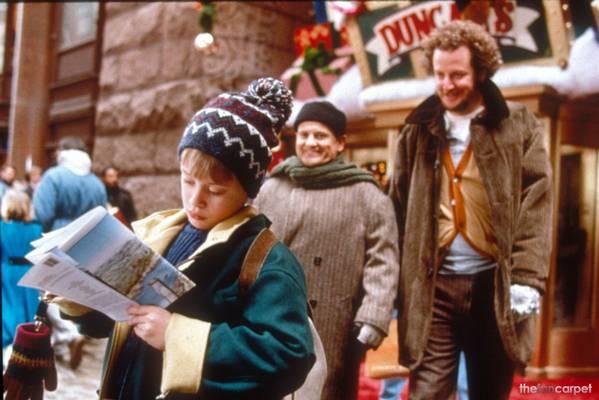 Hol találkozik először Kevin a film második részében a két betörővel New Yorkban?