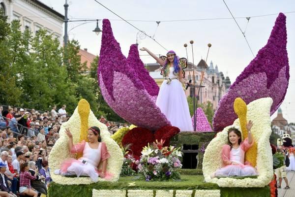 Melyik ünnepnapunkhoz kapcsolódva rendezik meg a debreceni virágkarnevált?