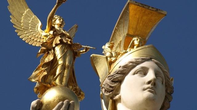 Ki volt a bölcsesség, az igazságosság és a művészetek istennője a görög mitológiában?