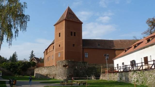 A Jurisics-vár melyik városban található?