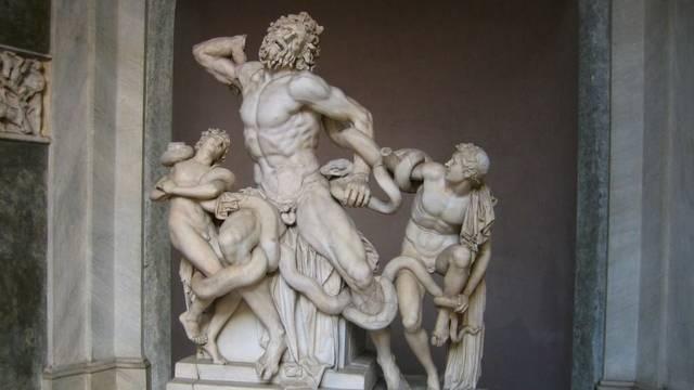 A Laokoón-szoborcsoport Laokoón trójai papot és két fiát ábrázolja két kígyó halálos szorításában. A márványszobrot jelenleg Rómában, a Vatikáni Múzeumban láthatjuk.