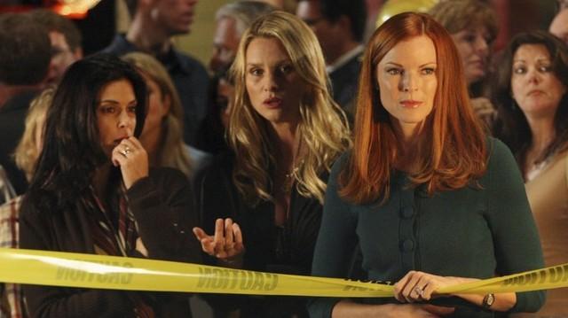 A felsoroltak közül, melyik sorozat főszereplője Teri Hatcher, Felicity Huffman?