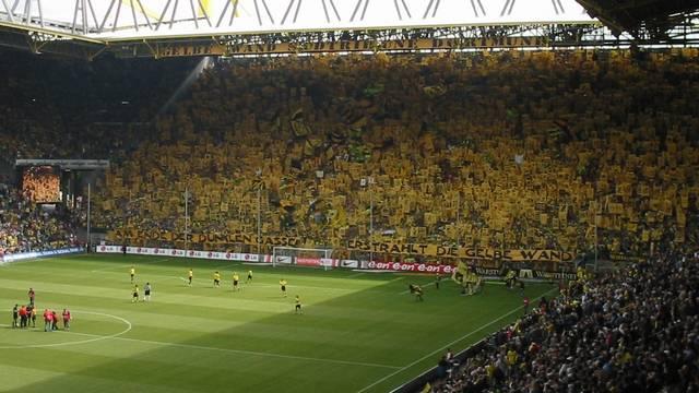 Mi a neve a Borussia Dortmund stadionjának?