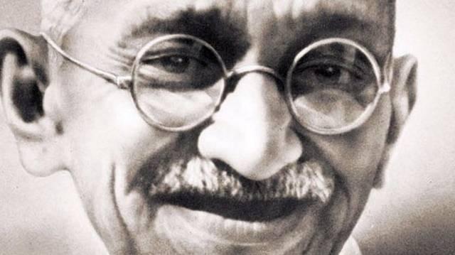 Mi volt az eredeti foglalkozása Mahatma Gandhinak?
