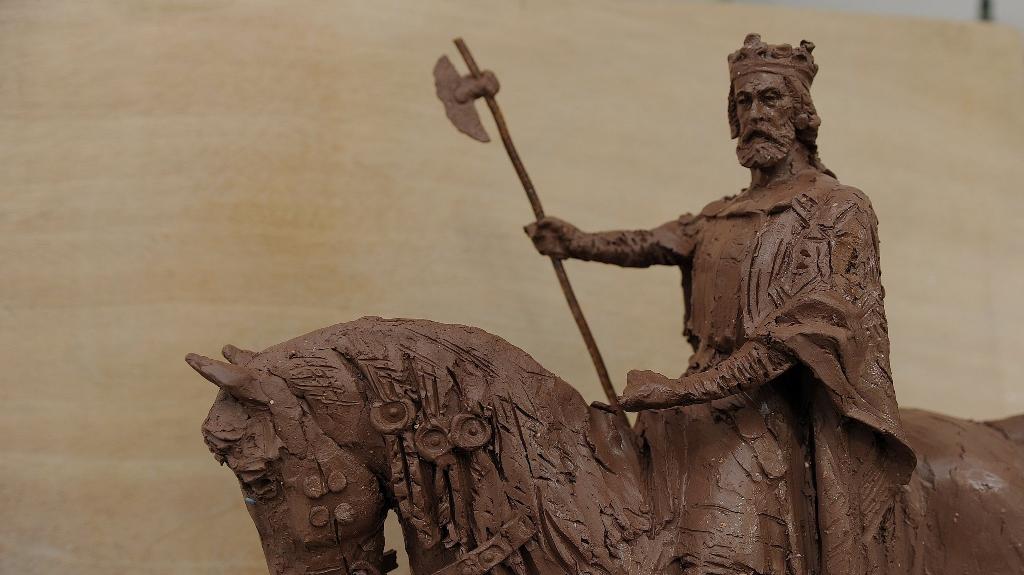 Ki volt I. Szent László apja?