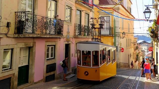 Április 25-e Portugáliában a felszabadulás napja. Mi az ország fővárosa?