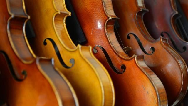 Hány húrja van a hegedűnek?