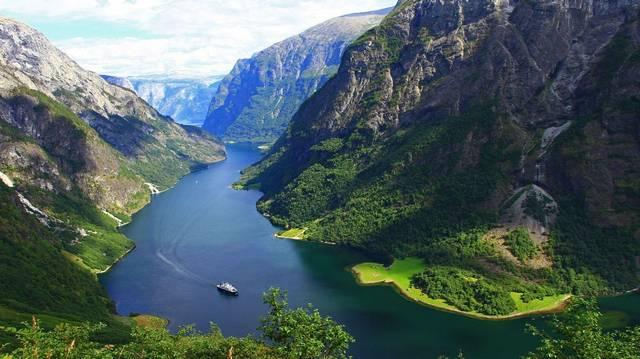 A Föld melyik részén jellemzőek a fjordok?