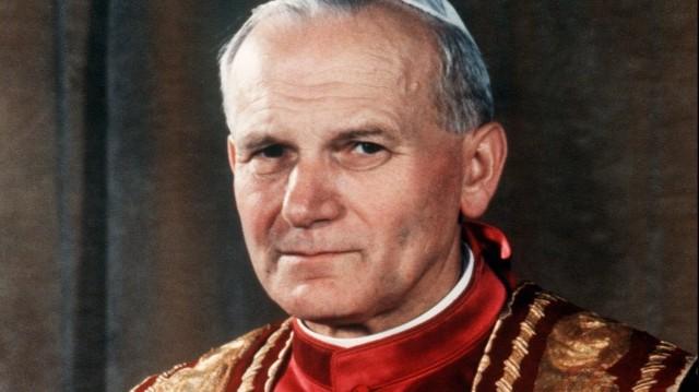 Melyik évben avatták boldoggá II. János Pál pápát?