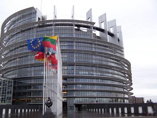 Melyik évben csatlakozott hazánk az EU-hoz?