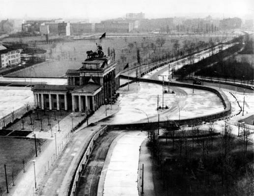 """Mikor építették a """"berlini falat""""?"""