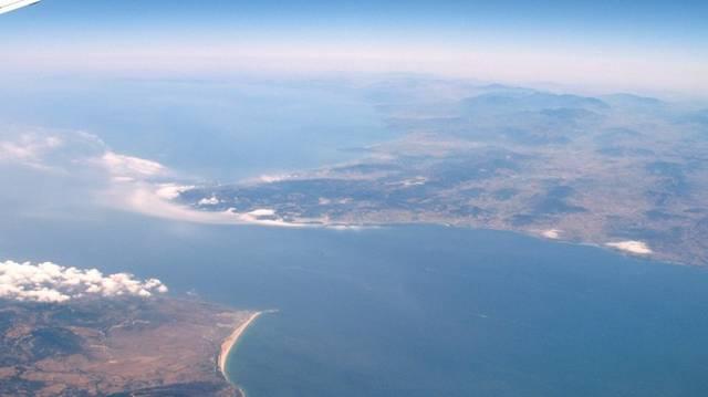 Hány km széles a Gibraltári-szoros?
