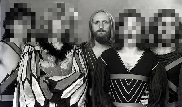 Melyik ez az öttagú magyar együttes, amely négy tagjának arcát nem mutatjuk?
