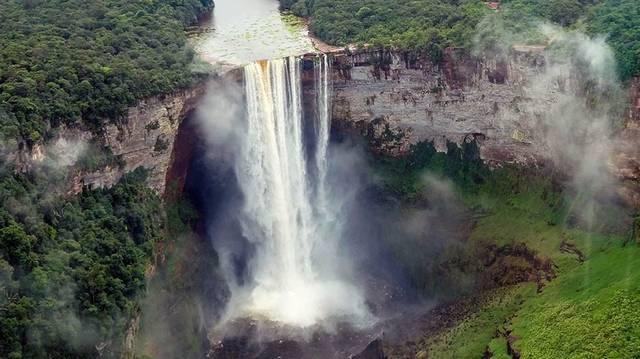 Az öt kontinens közül hol található Guyana?