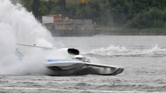 Hogy hívják azt a repülőgépet, amely képes vízfelületre leszállni, azon úszni és onnan felszállni?