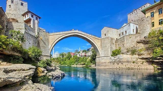Melyik országban van: Tuzla, Banja Luka, Mostar?