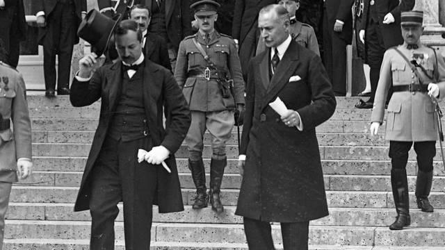 Melyik év júniusában írták alá a trianoni békeszerződést?