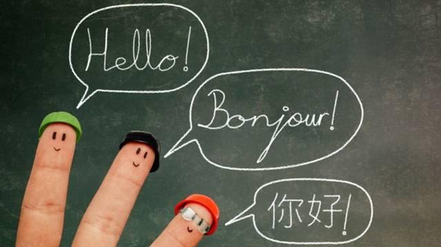 Ez a hivatalos nyelv többek között Costa Ricában, a Dominikai Köztársaságban és Peruban