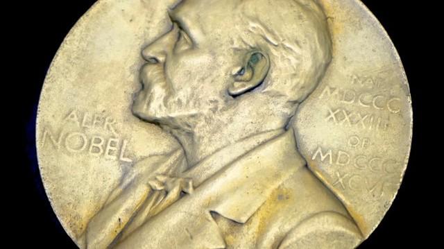Melyikük kapott legutóbb, 2002-ben Nobel-díjat?