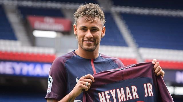 Neymar. Melyik nemzeti válogatottban játszik?