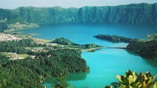 Az Atlanti-óceánon található az Azori-szigetek. Melyik államhoz tartozik?