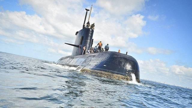 Mikor történt a Kurszk atom tengeralattjáró katasztrófája?