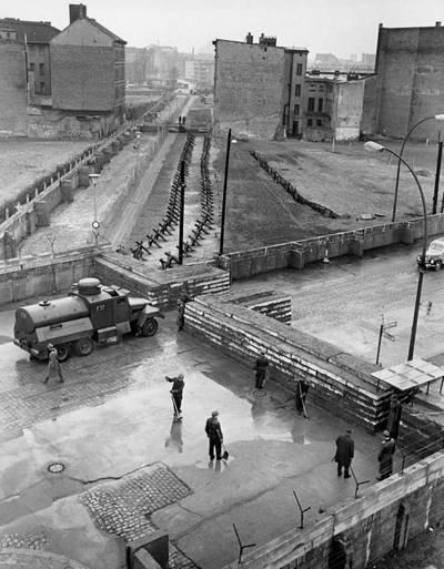 Mikor épült a berlini fal?