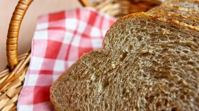 Beleharaphatunk-e a kenyérbe, ha főzelékhez esszük?