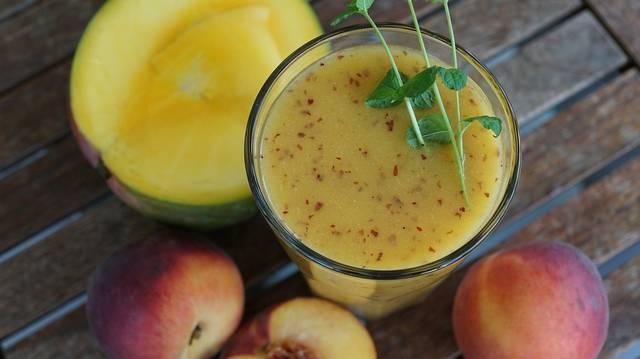 Melyik a friss gyümölcsökből és/vagy zöldségekből víz vagy gyümölcslé hozzáadásával készített pépesített ital neve?