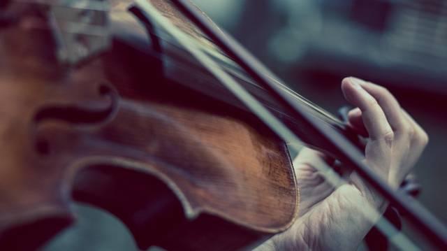 Melyik híres család foglalkozott hegedűkészítéssel?