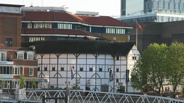 Kinek a színháza volt a The Globe?